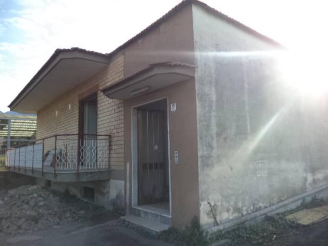 Soluzione Indipendente in affitto a Castellammare di Stabia, 4 locali, prezzo € 800 | Cambio Casa.it