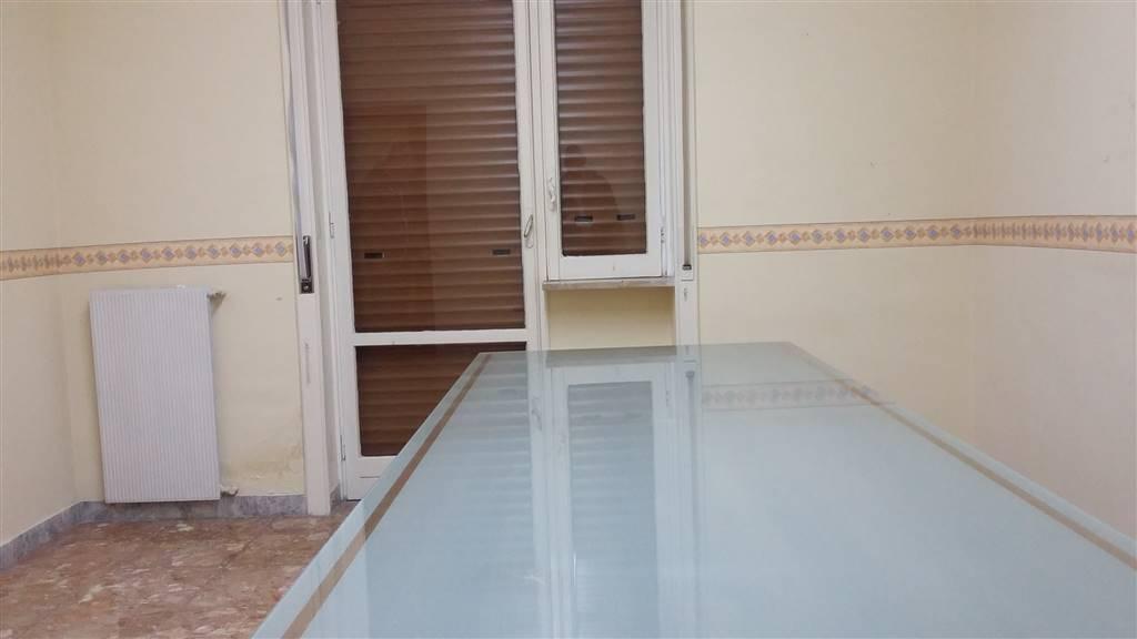 Ufficio / Studio in affitto a Castellammare di Stabia, 2 locali, prezzo € 400 | Cambio Casa.it