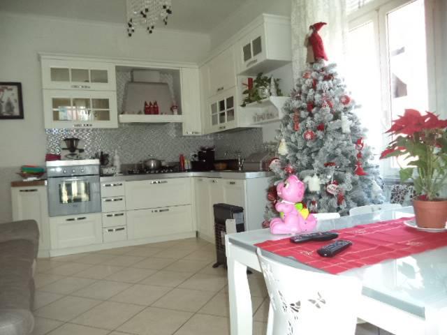 Appartamento in vendita a Castellammare di Stabia, 3 locali, prezzo € 215.000 | CambioCasa.it