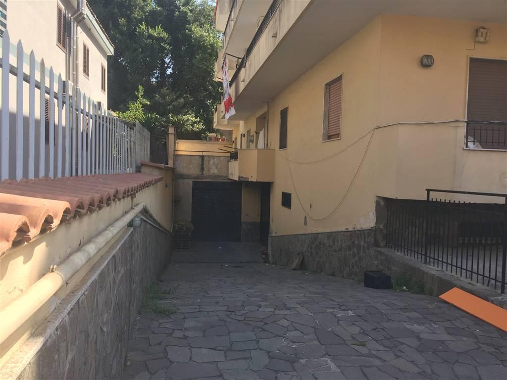 Magazzino in affitto a Gragnano, 9999 locali, prezzo € 1.200 | CambioCasa.it