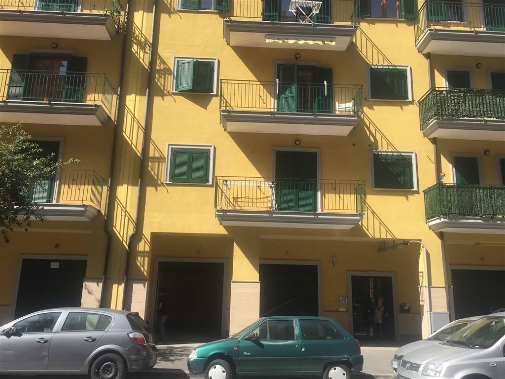 Negozio / Locale in affitto a Castellammare di Stabia, 2 locali, prezzo € 1.000   CambioCasa.it