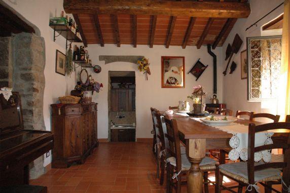 Rustico / Casale in affitto a Londa, 7 locali, zona Zona: Vierle (Chiesa), prezzo € 850 | Cambio Casa.it