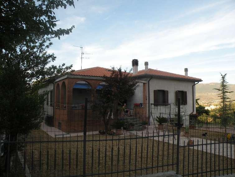 Soluzione Indipendente in vendita a Spoleto, 16 locali, zona Località: PERIFERIA, Trattative riservate | Cambio Casa.it