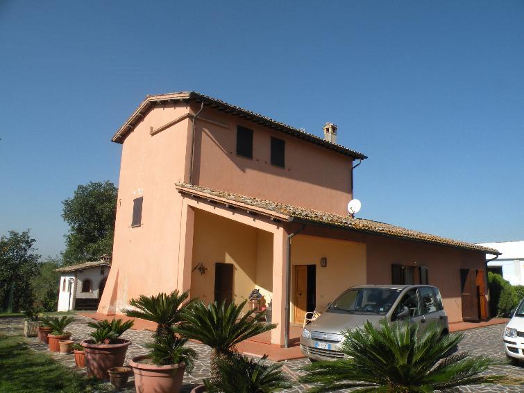 Villa in vendita a Spoleto, 6 locali, zona Località: PERIFERIA, prezzo € 330.000 | Cambio Casa.it