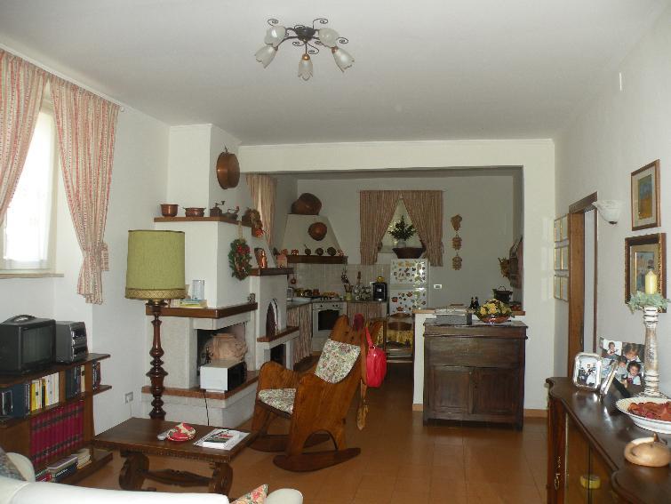Appartamento in vendita a Campello sul Clitunno, 4 locali, zona Zona: Bianca, prezzo € 95.000 | Cambio Casa.it