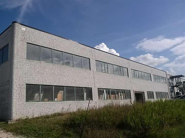 Capannone in vendita a Spoleto, 1 locali, zona Località: PERIFERIA, prezzo € 650.000 | Cambio Casa.it
