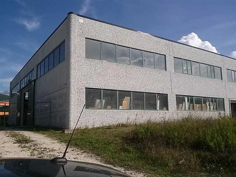 Capannone in vendita a Spoleto, 1 locali, zona Località: PERIFERIA, prezzo € 350.000 | Cambio Casa.it
