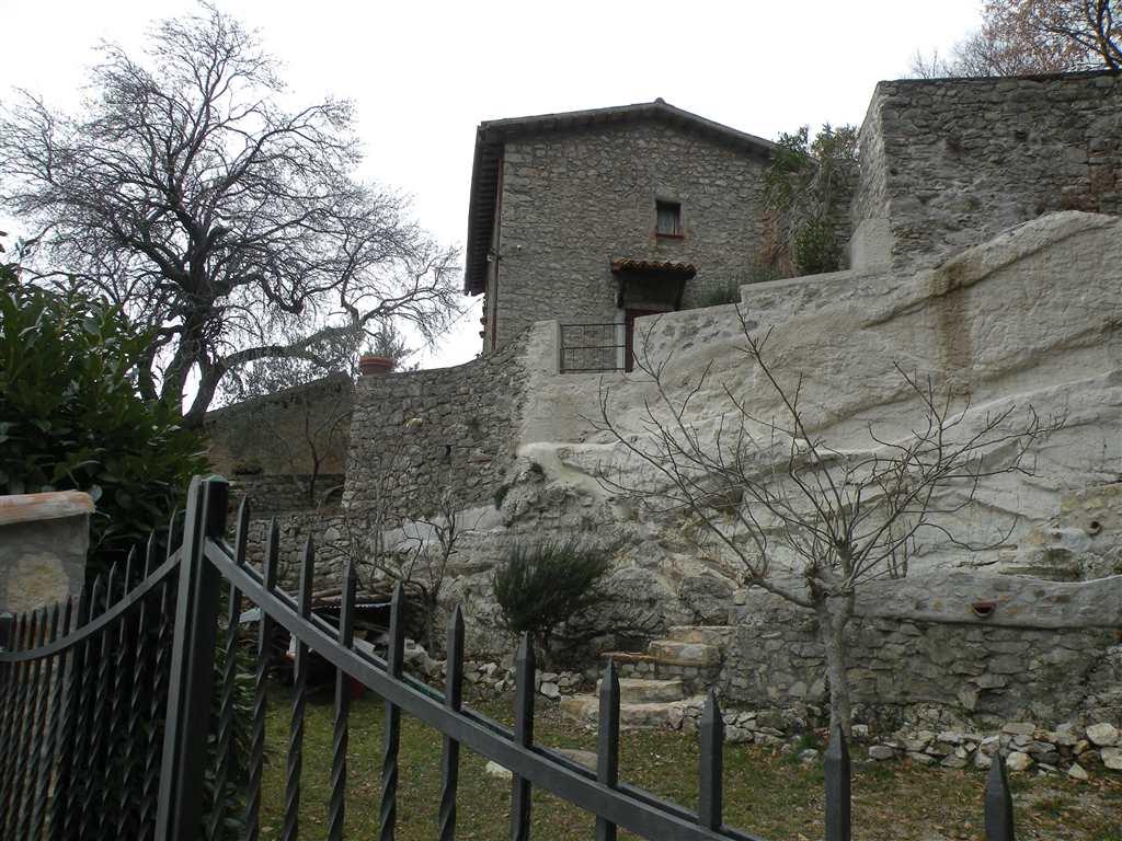 Soluzione Indipendente in vendita a Campello sul Clitunno, 4 locali, zona Zona: Castello, prezzo € 95.000 | Cambio Casa.it