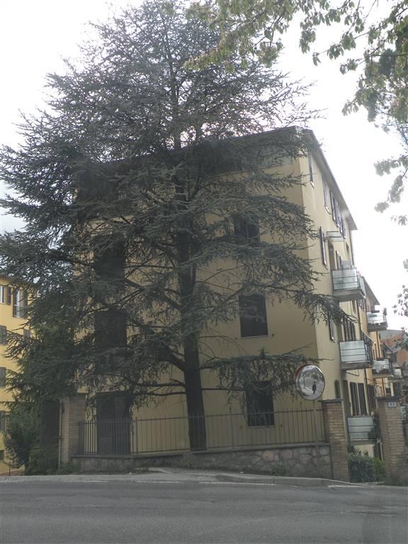 Appartamento in affitto a Spoleto, 4 locali, zona Località: CITTÀ, prezzo € 350 | Cambio Casa.it
