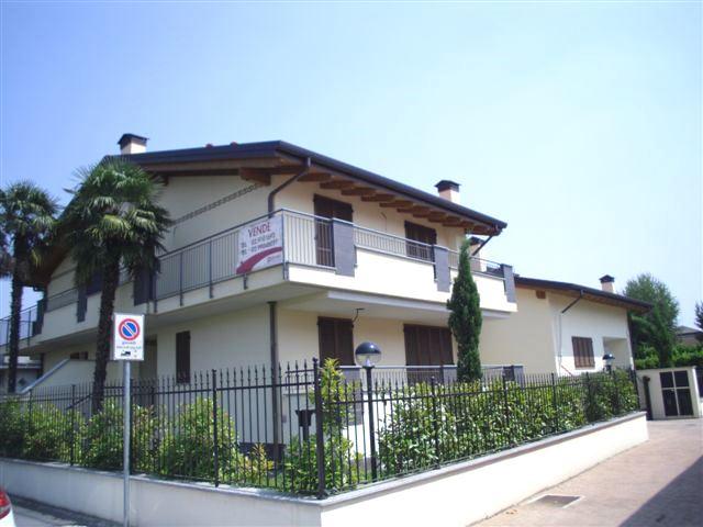 Villa in vendita a Bollate, 6 locali, zona Zona: Cassina Nuova, prezzo € 590.000 | Cambio Casa.it