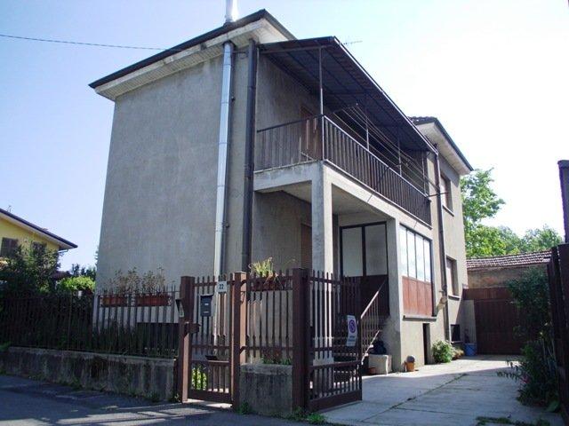 Villa in vendita a Senago, 4 locali, zona Località: SENAGO, prezzo € 220.000 | Cambio Casa.it
