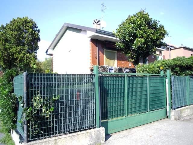 Villa in vendita a Paderno Dugnano, 5 locali, prezzo € 500.000 | Cambio Casa.it