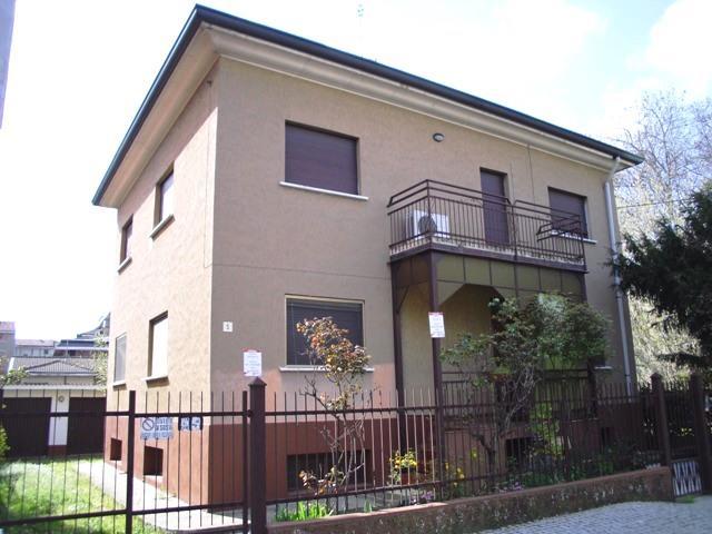 Villa in vendita a Paderno Dugnano, 8 locali, prezzo € 353.000   Cambio Casa.it
