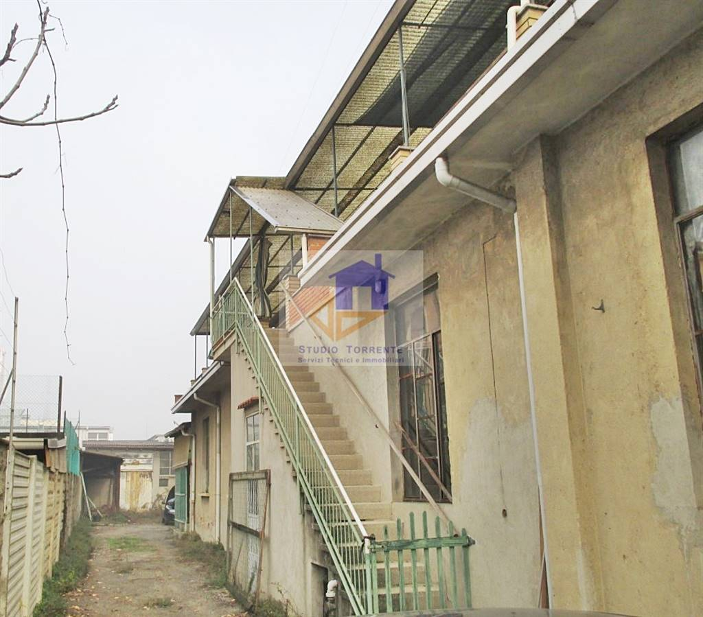 Villa in vendita a Cormano, 12 locali, zona Zona: Cormano-Centro, prezzo € 290.000 | CambioCasa.it