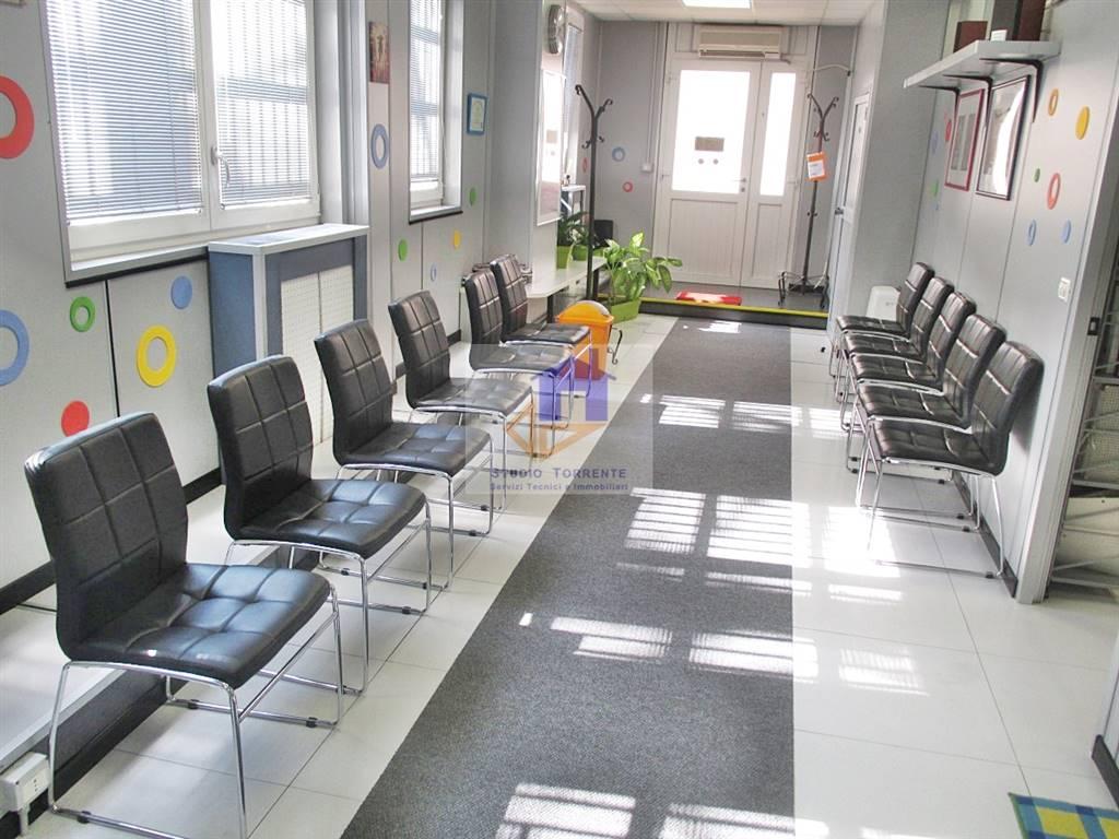 Ufficio / Studio in affitto a Cormano, 5 locali, zona Zona: Cormano-Centro, prezzo € 750 | CambioCasa.it