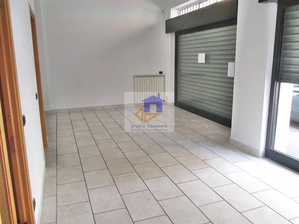 Immobile Commerciale in affitto a Cormano, 3 locali, zona Zona: Brusuglio, prezzo € 700 | CambioCasa.it