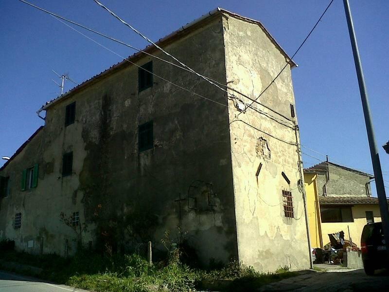Rustico / Casale in vendita a Capraia e Limite, 5 locali, zona Zona: Castra, prezzo € 50.000 | CambioCasa.it