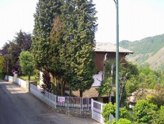 Villa in vendita a Selvino, 4 locali, Trattative riservate | CambioCasa.it