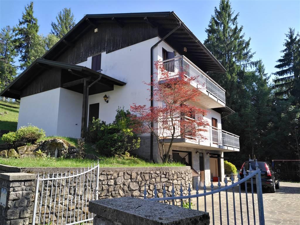 Villa in vendita a Selvino, 5 locali, Trattative riservate | CambioCasa.it