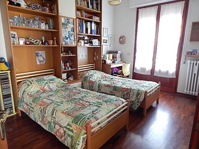 Soluzione Indipendente in vendita a Vaiano, 8 locali, prezzo € 350.000 | Cambio Casa.it