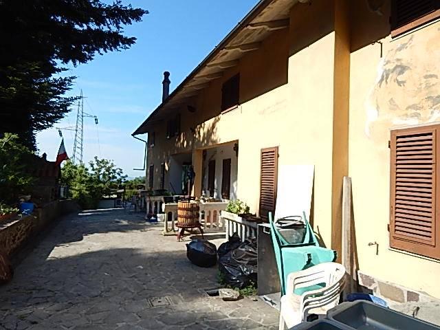Villa in vendita a Vernio, 10 locali, zona Zona: Sasseta - Luciana, prezzo € 450.000 | Cambio Casa.it