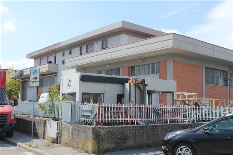 Capannone in affitto a Carmignano, 5 locali, zona Zona: Seano, prezzo € 4.000 | CambioCasa.it