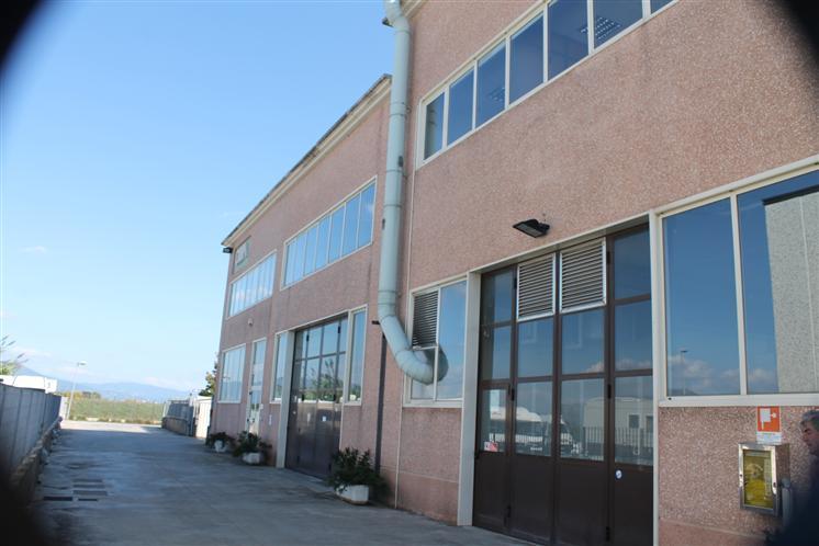 Capannone in affitto a Carmignano, 2 locali, zona Zona: Comeana, prezzo € 2.800 | CambioCasa.it