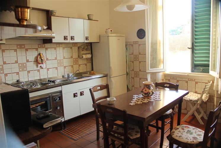 Appartamento in vendita a Lastra a Signa, 4 locali, prezzo € 135.000 | CambioCasa.it
