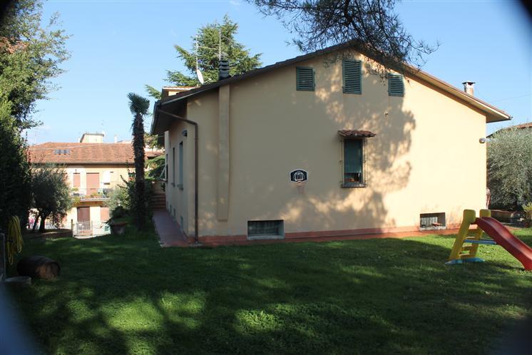 Villa in vendita a Carmignano, 7 locali, zona Zona: Seano, Trattative riservate | Cambio Casa.it