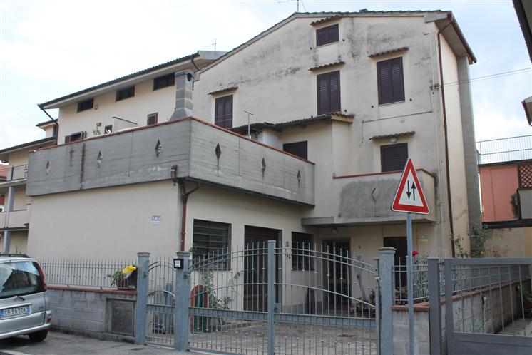 Soluzione Indipendente in vendita a Prato, 3 locali, zona Zona: Iolo, prezzo € 300.000 | CambioCasa.it