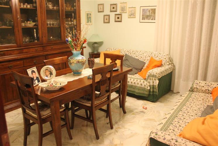 Appartamento in vendita a Signa, 4 locali, prezzo € 170.000 | Cambio Casa.it