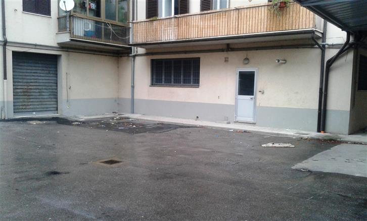Immobile Commerciale in affitto a Prato, 5 locali, zona Zona: Ferrucci, prezzo € 1.500 | Cambio Casa.it