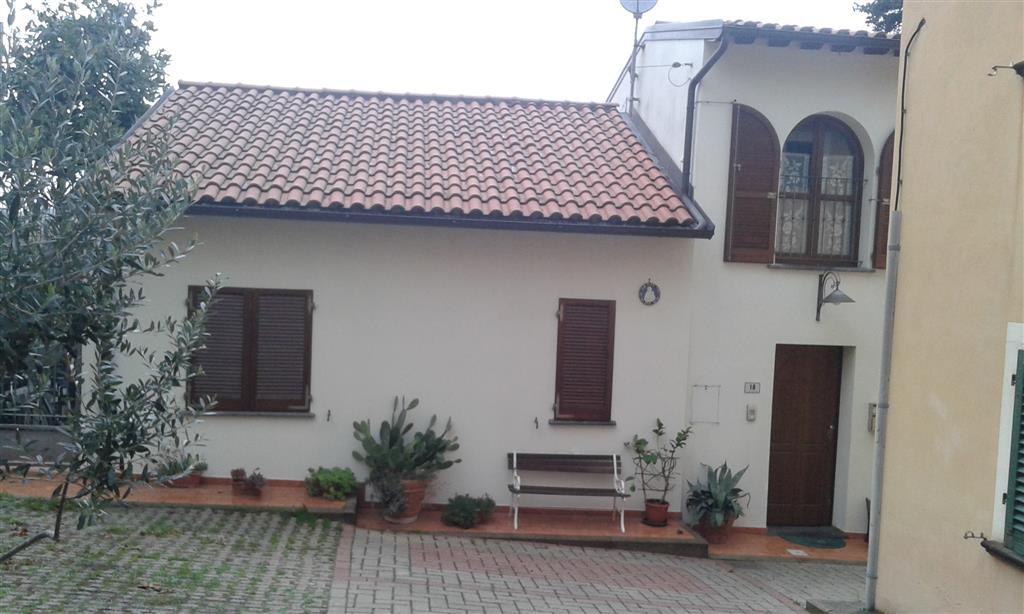 Villa in vendita a Carmignano, 4 locali, zona Zona: Seano, prezzo € 320.000 | Cambio Casa.it