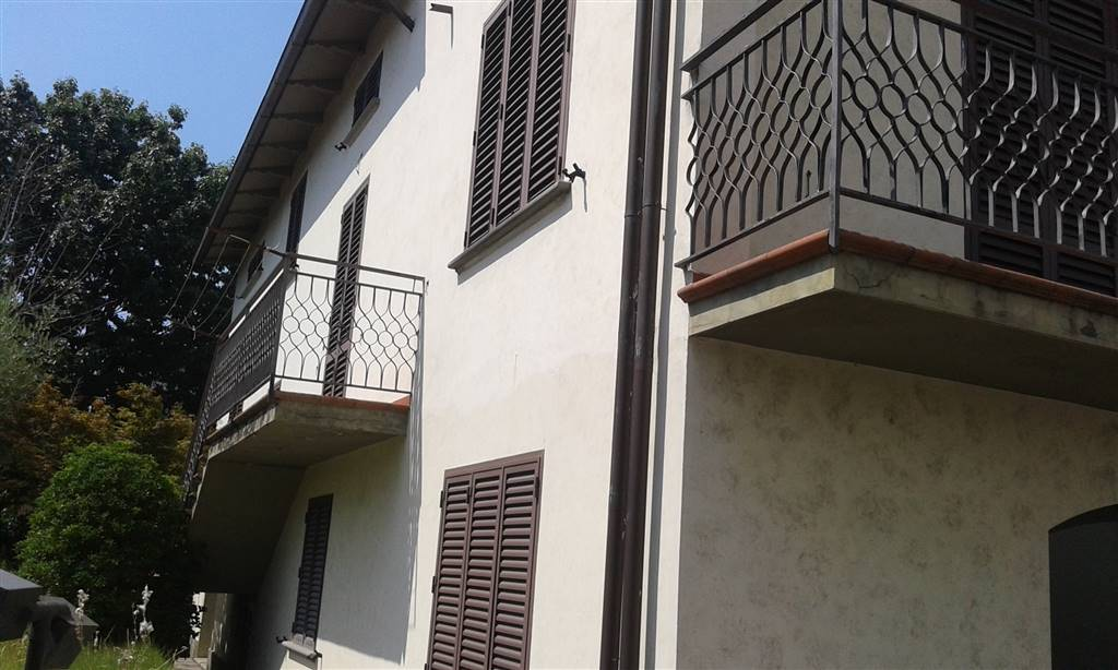 Villa in vendita a Carmignano, 9 locali, zona Zona: Seano, prezzo € 450.000 | CambioCasa.it