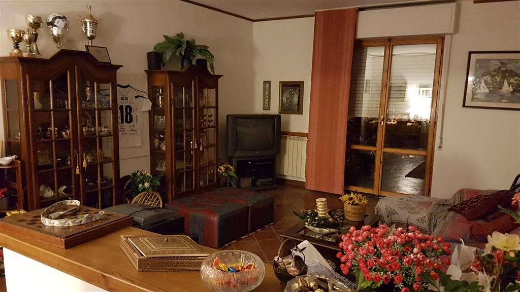 Appartamento in vendita a Poggio a Caiano, 5 locali, prezzo € 245.000 | Cambio Casa.it