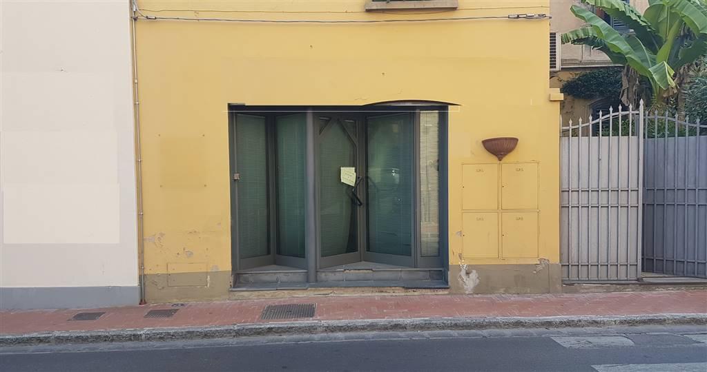 Negozio / Locale in affitto a Signa, 2 locali, prezzo € 600 | CambioCasa.it
