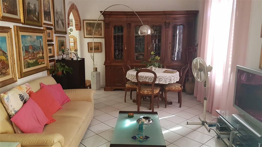 Soluzione Indipendente in vendita a Signa, 7 locali, prezzo € 240.000   CambioCasa.it