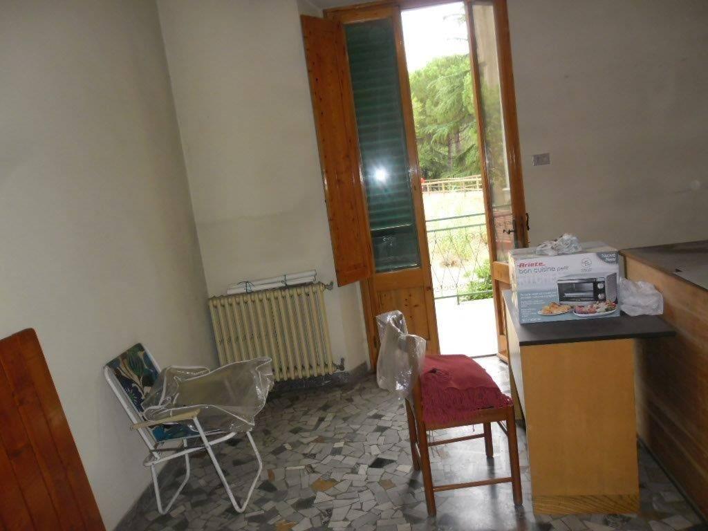 Soluzione Indipendente in vendita a Prato, 6 locali, zona Località: MONTEGRAPPA, prezzo € 265.000 | CambioCasa.it