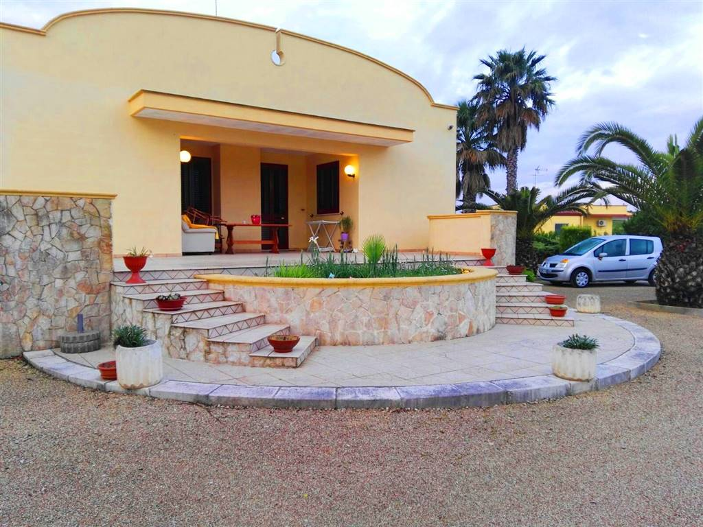 Villa in vendita a Mesagne, 4 locali, prezzo € 210.000 | Cambio Casa.it