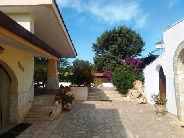 Villa in vendita a San Vito dei Normanni, 8 locali, prezzo € 320.000 | Cambio Casa.it