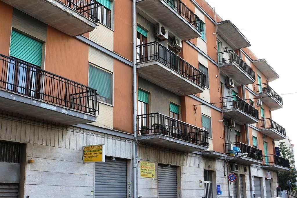 Appartamento in vendita a Mesagne, 6 locali, zona Località: VIA SAN VITO, prezzo € 85.000 | Cambio Casa.it