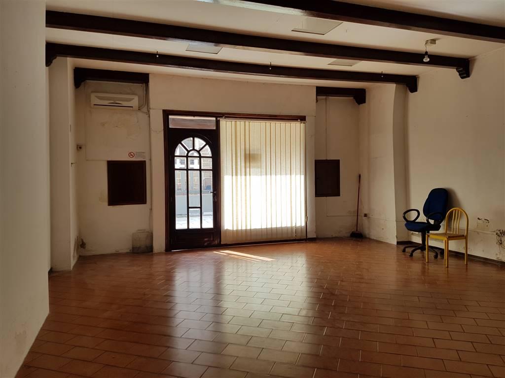 Immobile Commerciale in affitto a Mesagne, 2 locali, zona Località: CENTRO STORICO, prezzo € 600 | Cambio Casa.it