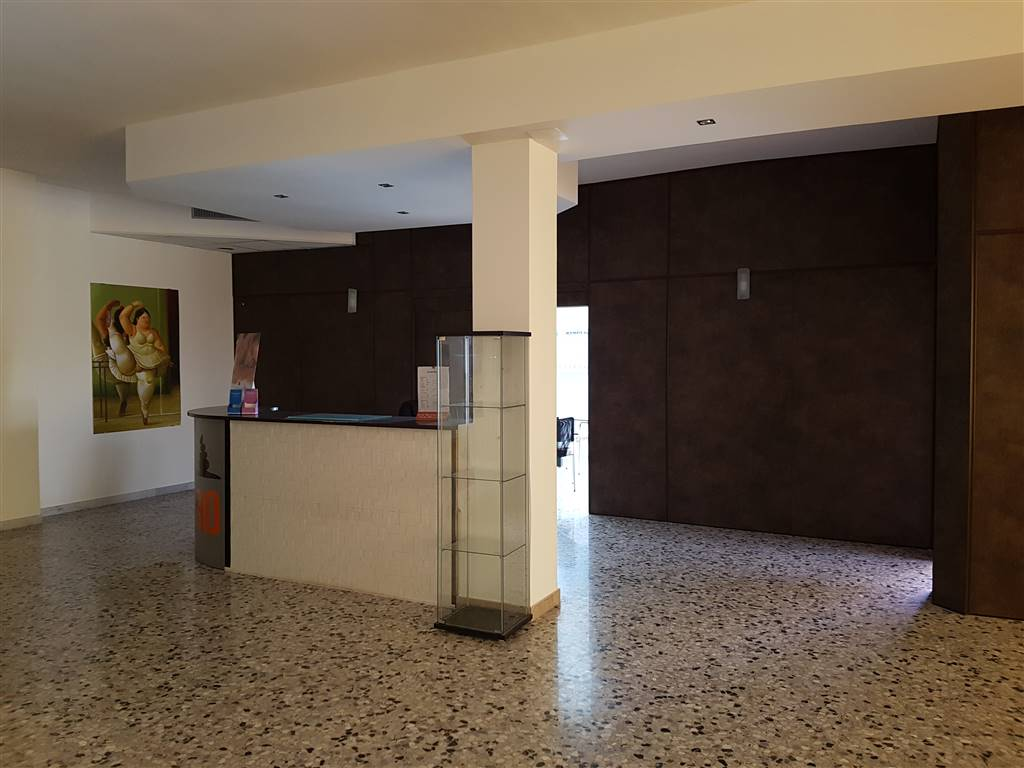 Immobile Commerciale in affitto a Mesagne, 9999 locali, zona Località: VIA BRINDISI, prezzo € 1.400 | CambioCasa.it