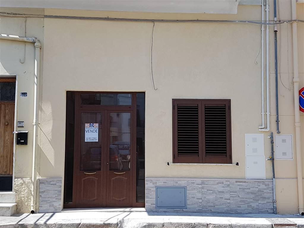 Soluzione Indipendente in vendita a Mesagne, 8 locali, zona Località: CENTRO, prezzo € 110.000 | CambioCasa.it
