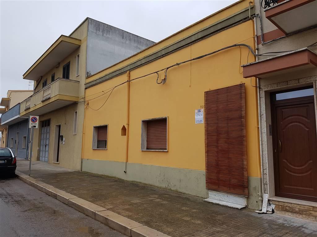 Soluzione Indipendente in vendita a Mesagne, 7 locali, prezzo € 138.000   CambioCasa.it
