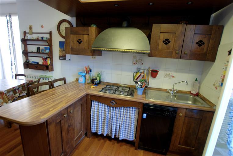 Appartamento in vendita a Levanto, 4 locali, zona Località: CENTRO, prezzo € 300.000 | Cambio Casa.it
