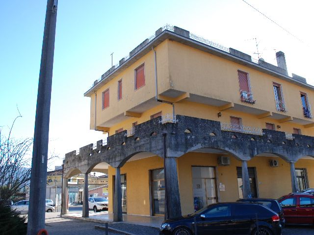 Appartamento in vendita a Brugnato, 6 locali, prezzo € 160.000 | Cambio Casa.it