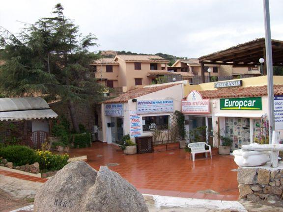 Negozio locale in vendita a arzachena for Planimetrie del faro