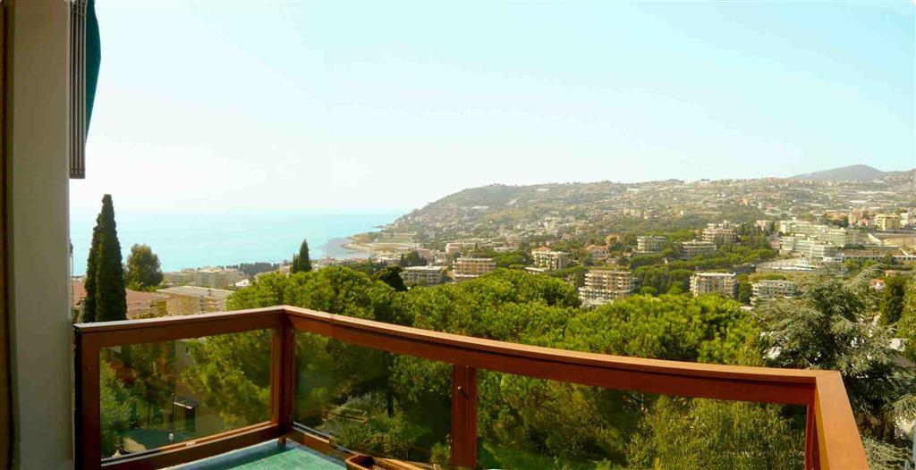 Appartamento in Vendita a San Remo: 4 locali, 150 mq