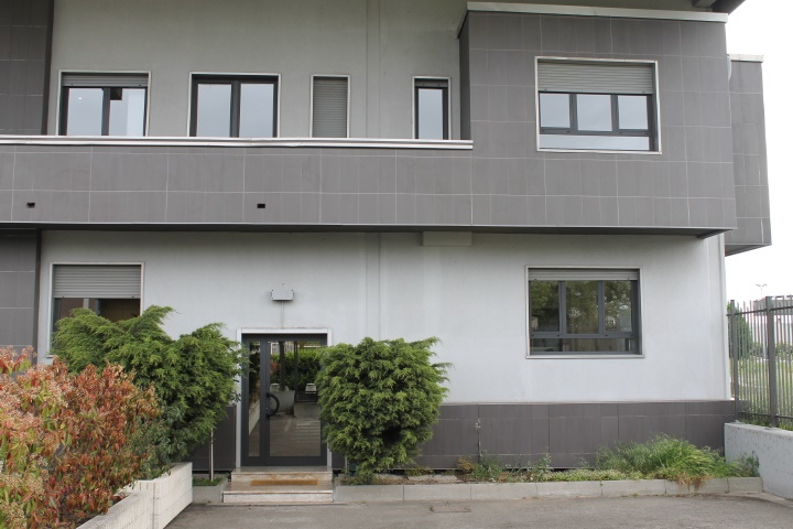 Ufficio-studio in Affitto a Buccinasco: 2 locali, 90 mq